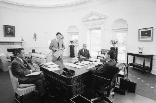 President_Nixon_and_chief_advisers_1970