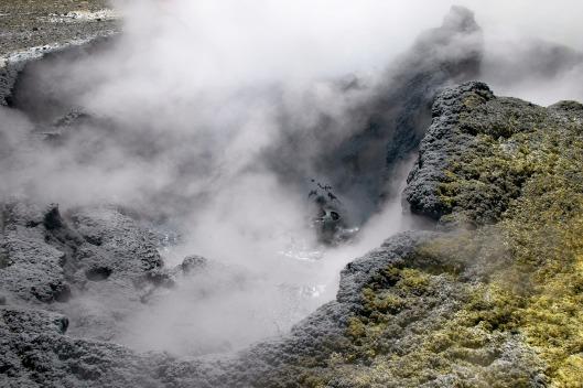 volcano-4869130_1920